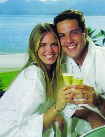 女人 巴西/如今她是巴西门将塞萨尔的妻子。